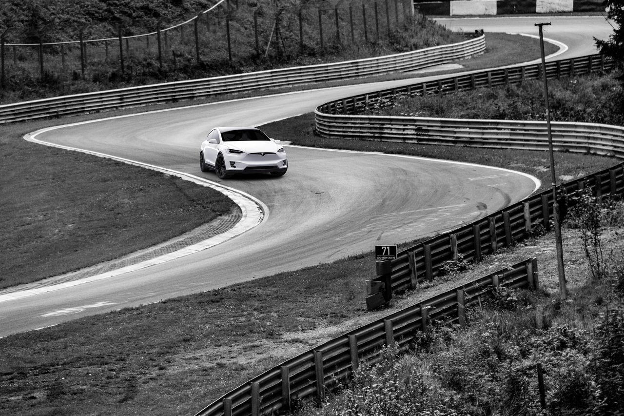 Musk skickar en Tesla till Nürburgring
