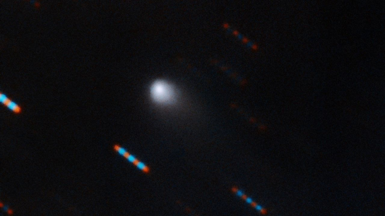Kolla in in en himlakropp som är på besök i vårt solsystem