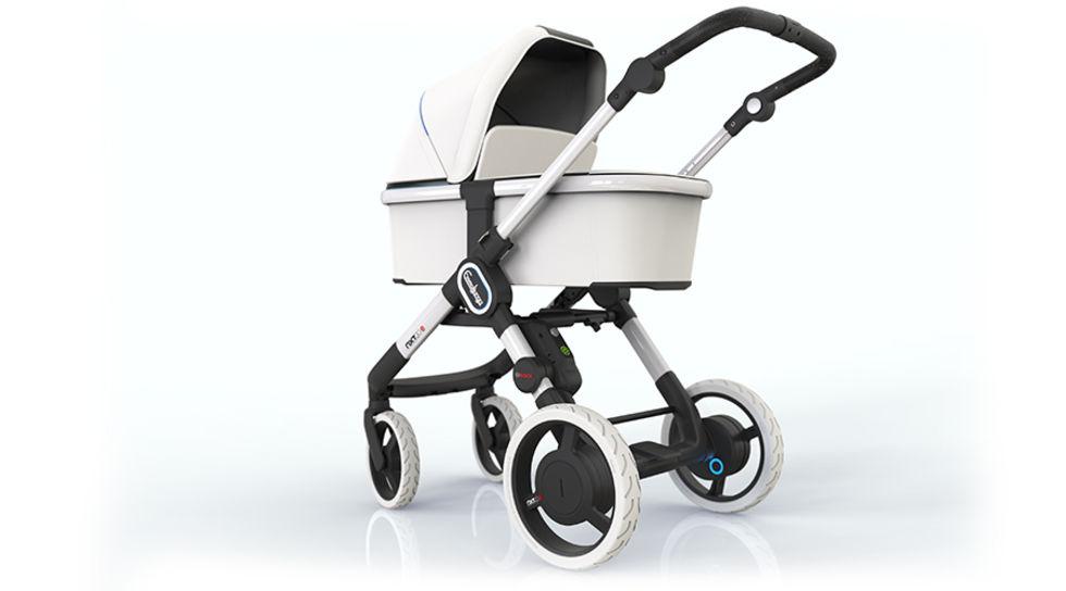 Emmaljunga visar upp sin eldrivna barnvagn