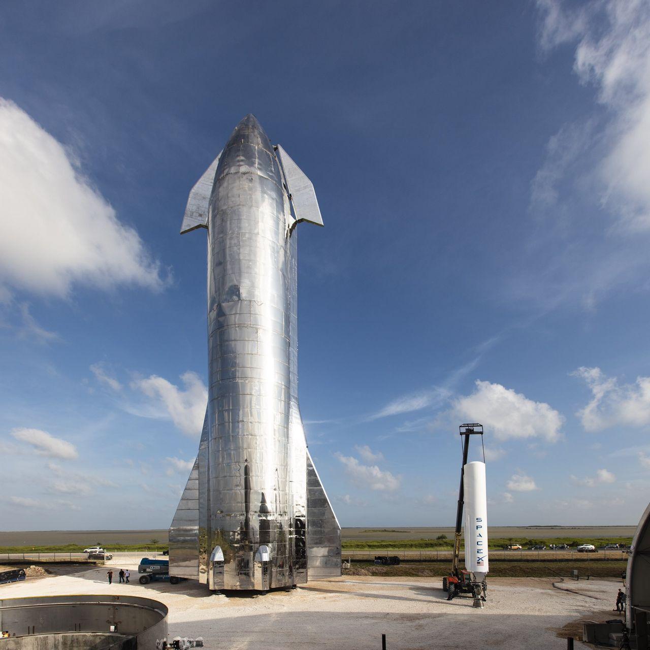 Elon Musk visar upp ny Starship-prototyp
