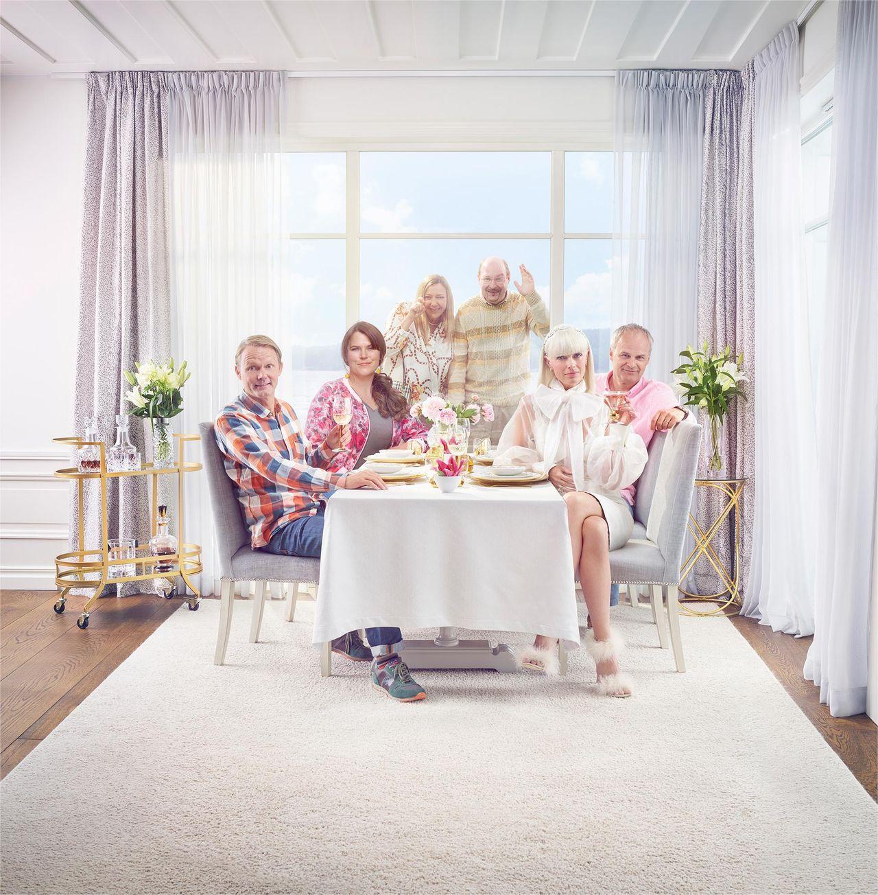 TV4 flyttar fram C Mores premiär av Solsidan