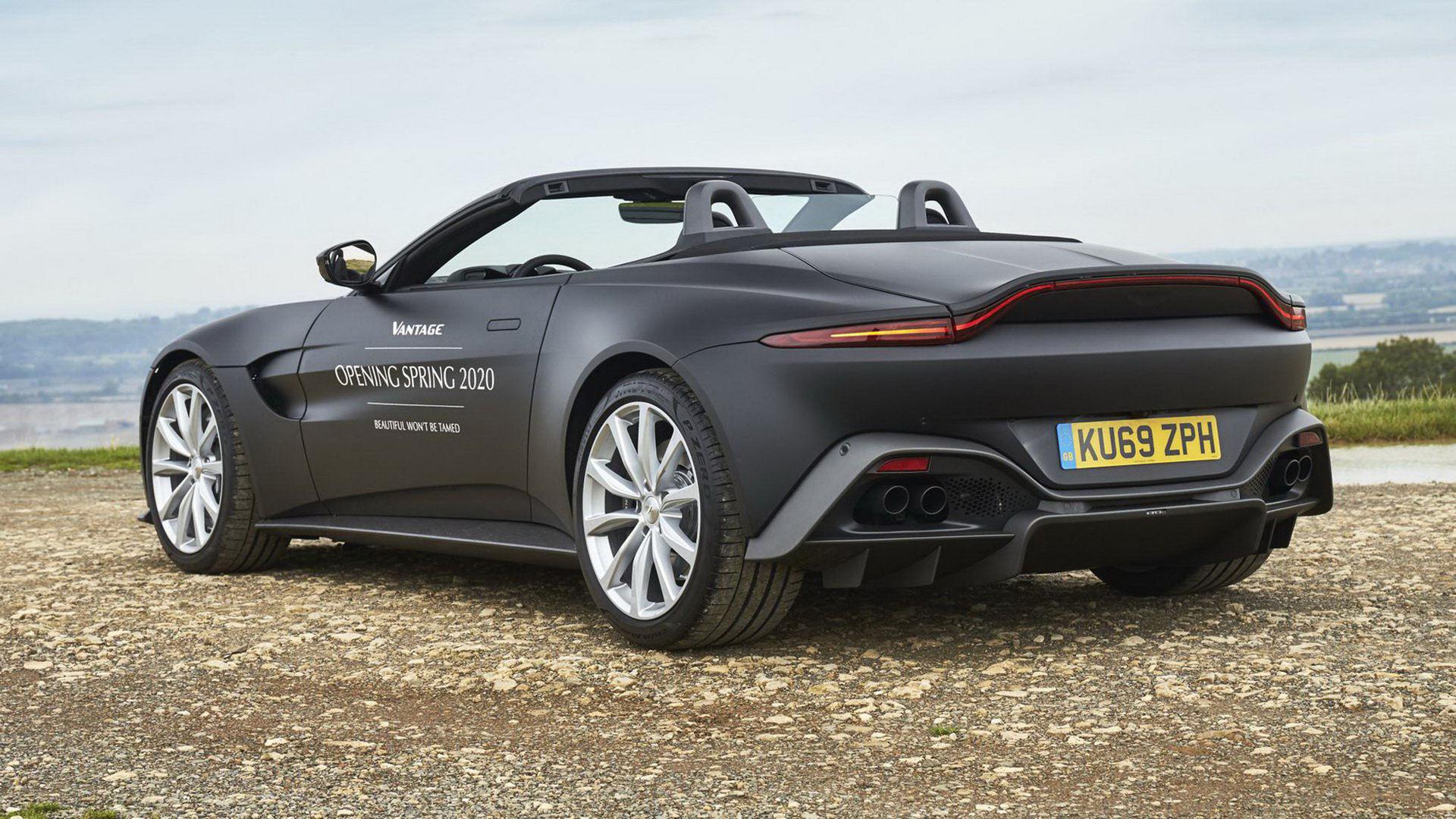 Aston Martin visar första bilderna på nya Vantage Roadster