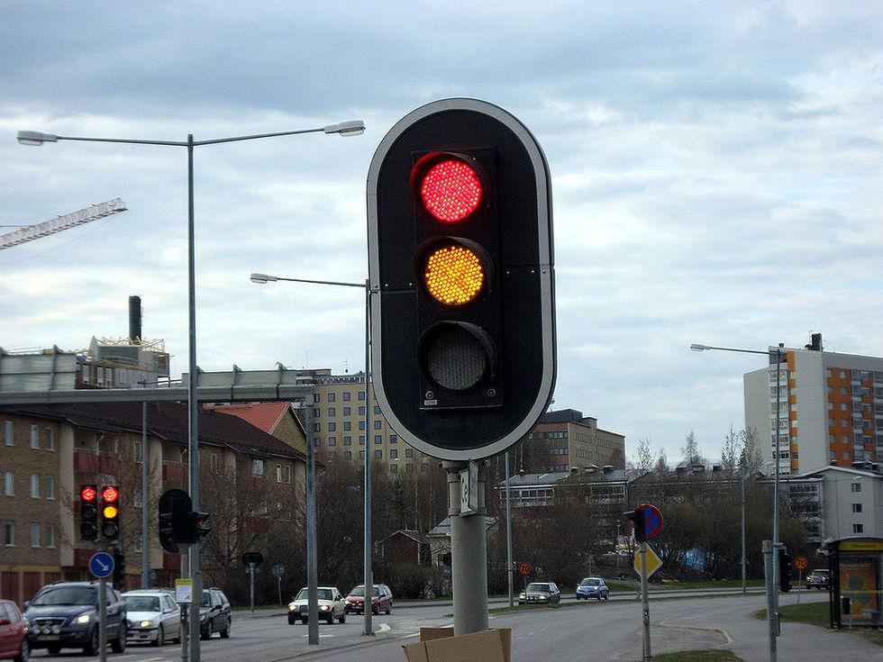 Trafikljus ska lysa längre i gult