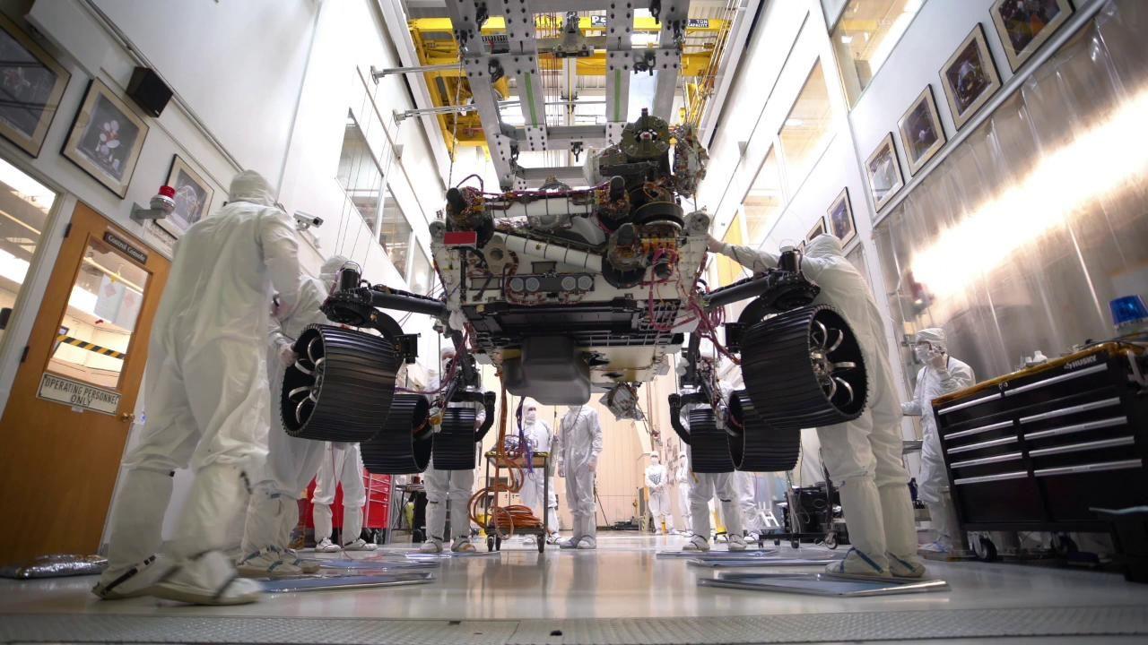NASA:s Mars-landare står nu på egna ben