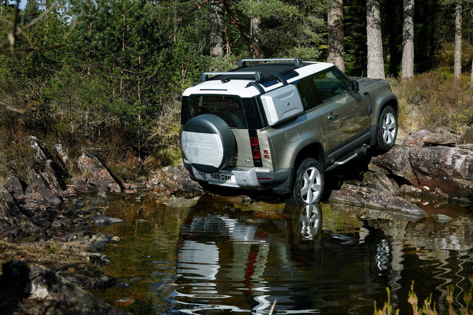 Nya Land Rover Defender kostar från 543.900 kronor