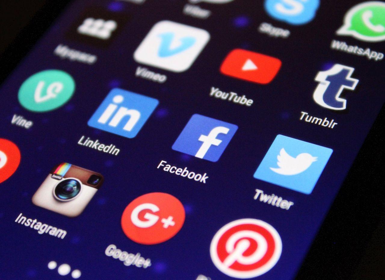 Facebook raderar inlägg som namnger visselblåsare
