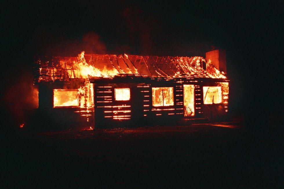 Man döms till fängelse efter att ha tänt eld på sitt smarta hem