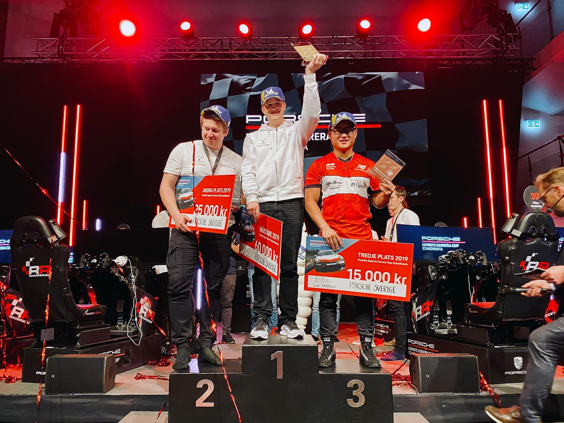 Det här är vinnaren i Porsche Esports Carrera Cup!