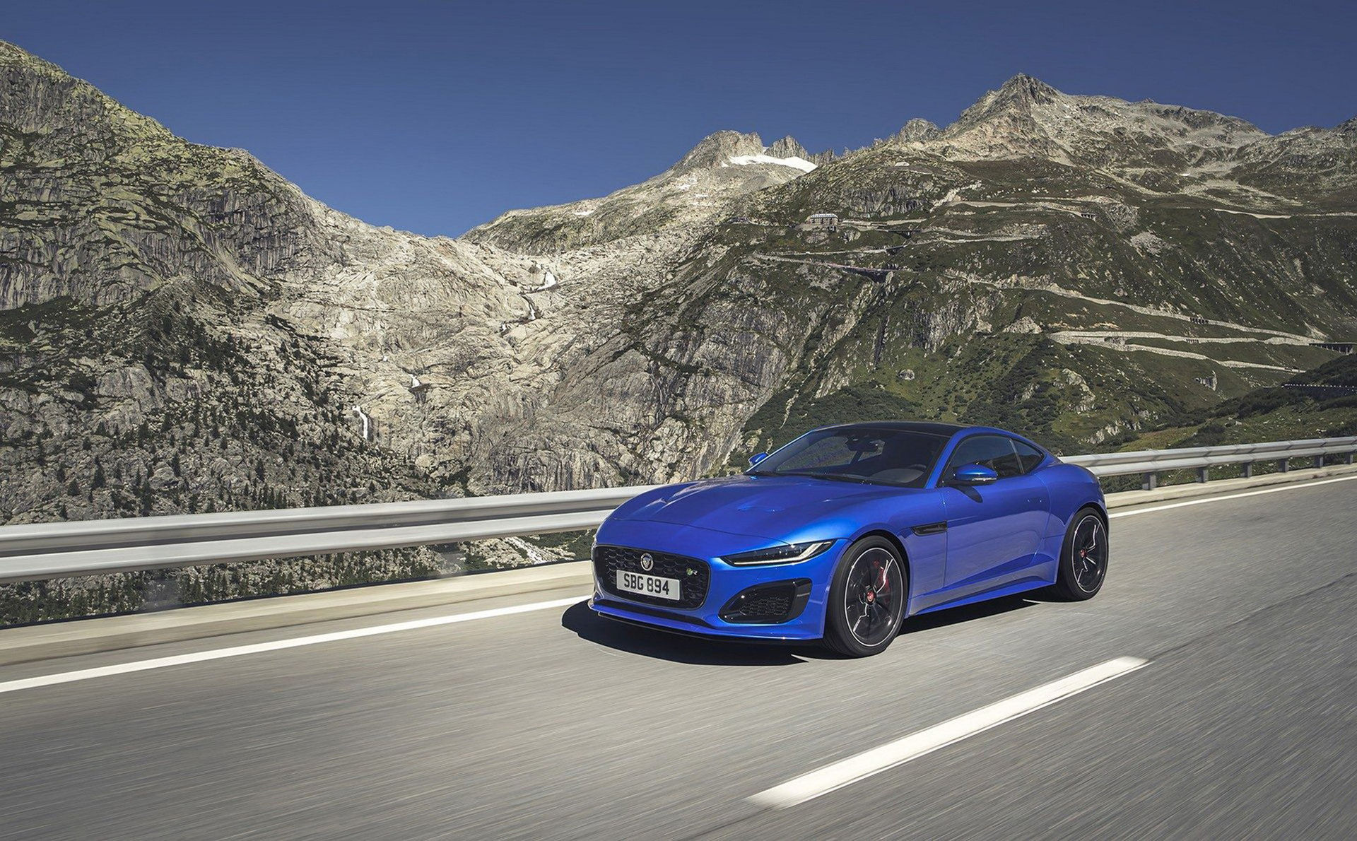 Jaguar rullar ut nya F-Type