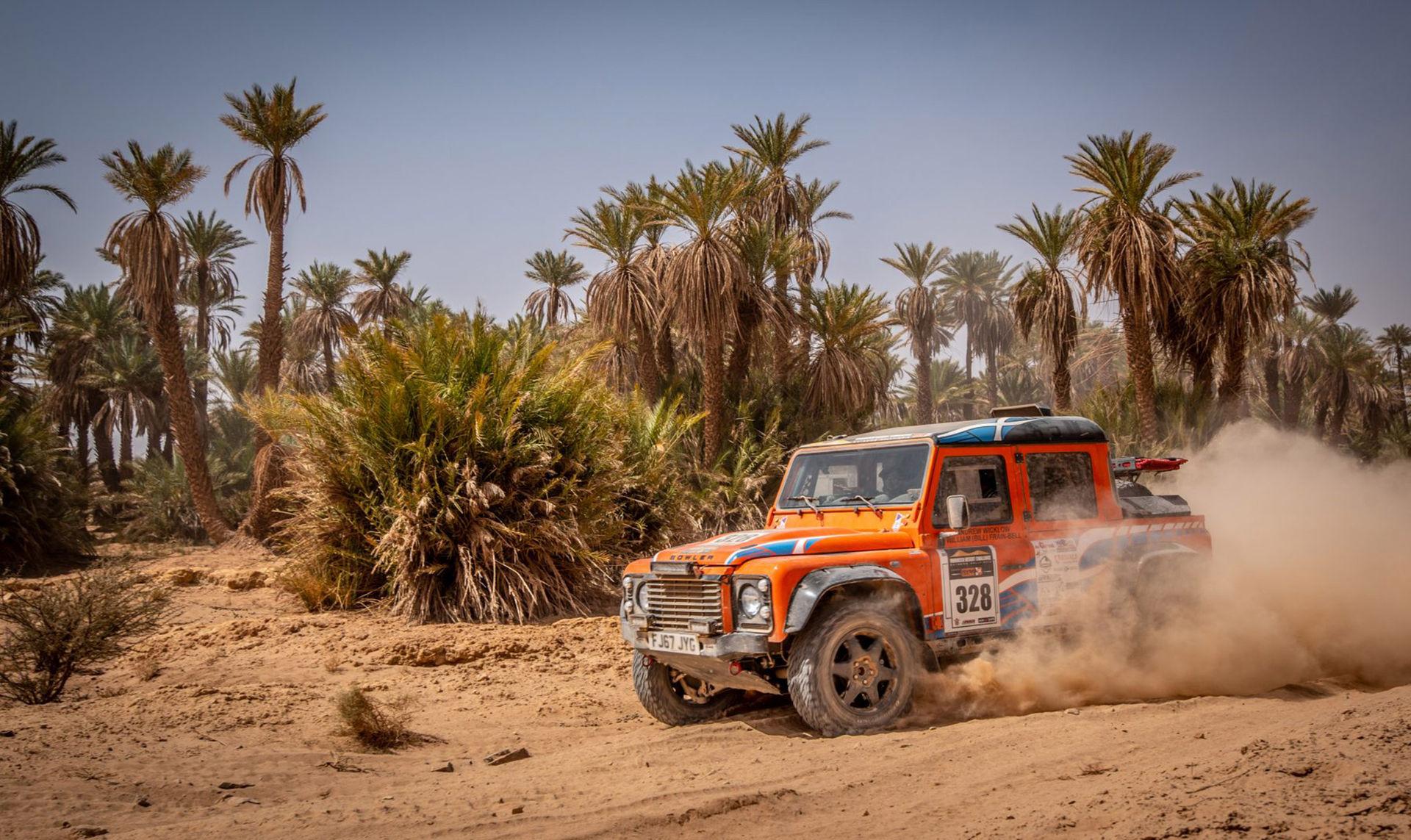 Jaguar Land Rover köper Bowler