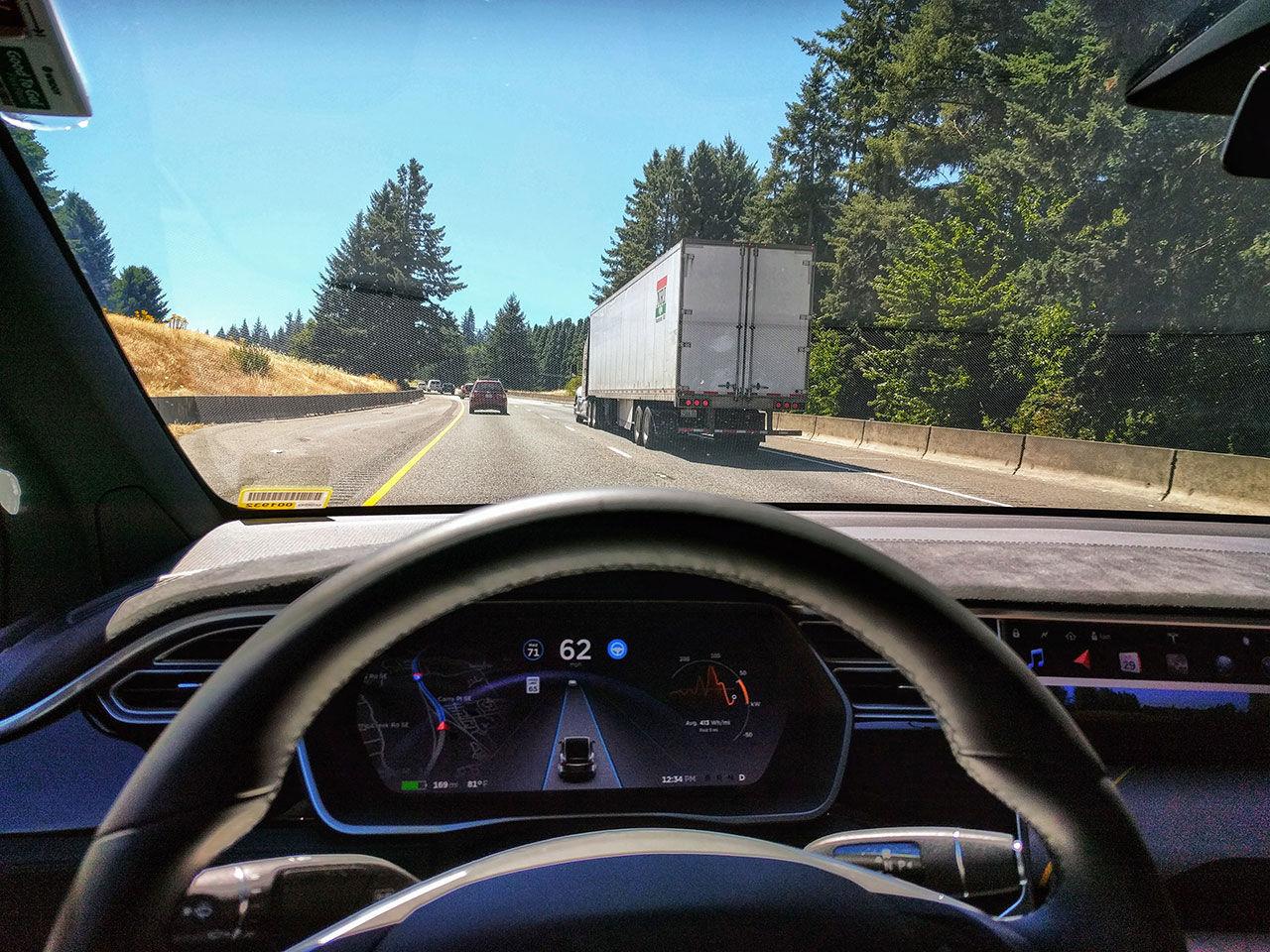 Tesla stryper Autopilot-funktioner i Europa