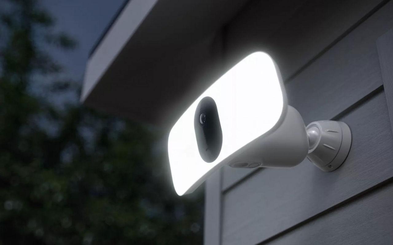 Arlo visar trådlös Floodlight-lampa med kamera
