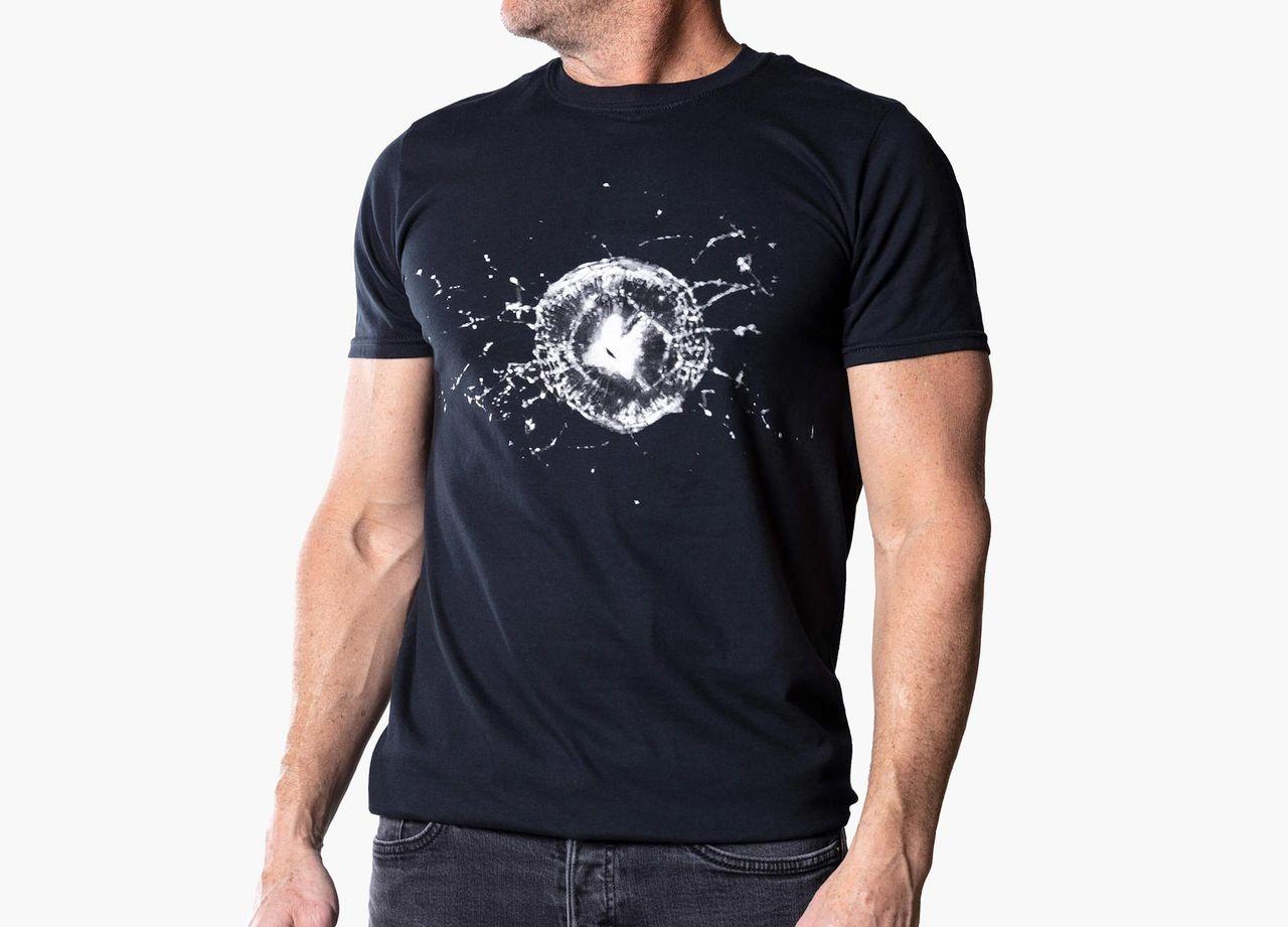 Tesla börjar kränga t-shirt med glasskada