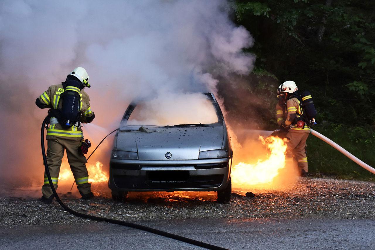 Försäkringsbranschen ska granska bilbränder hårdare