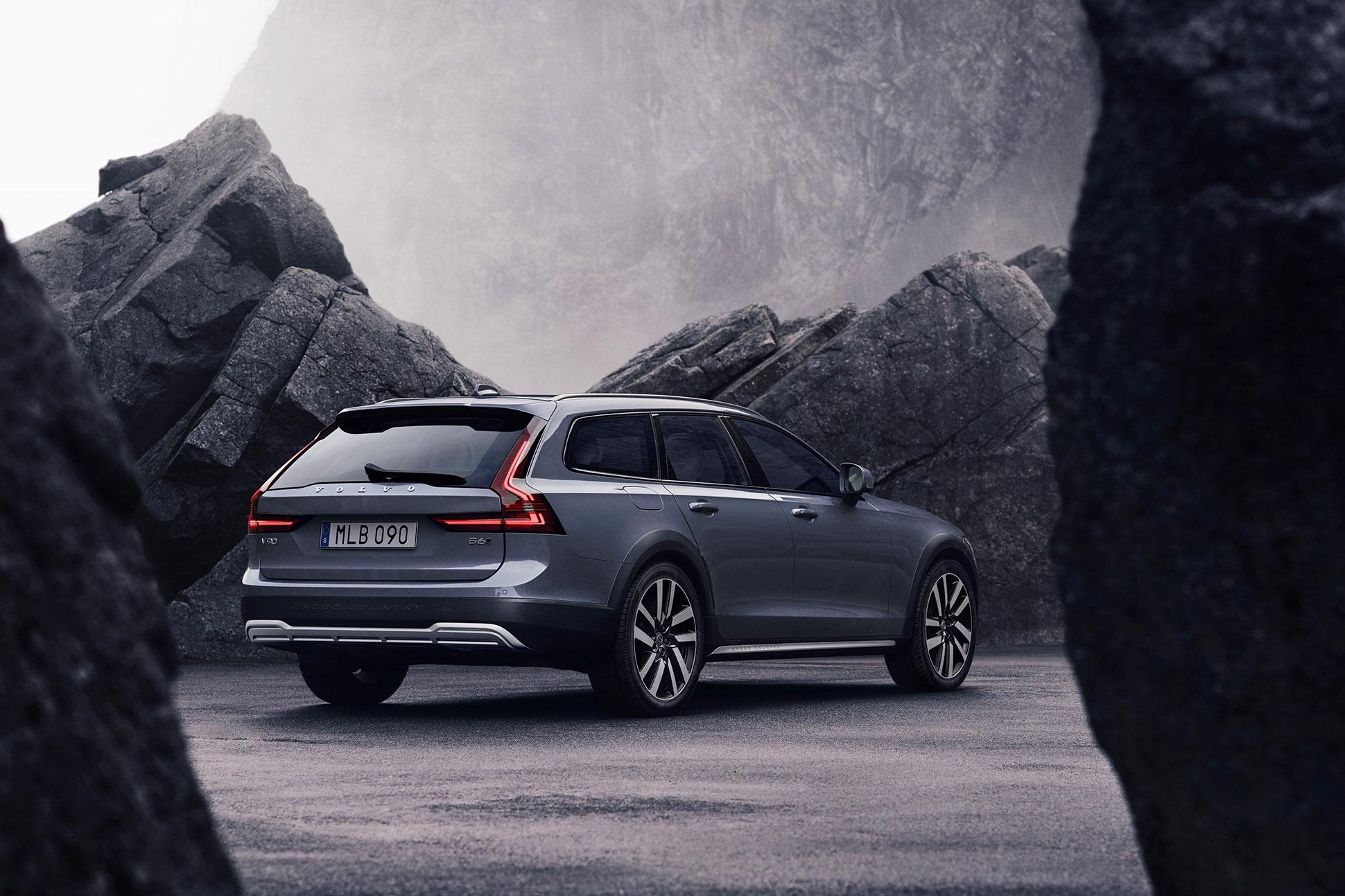 Volvo uppdaterar S90 och V90 Alla versioner går nu att få som mildhybrider