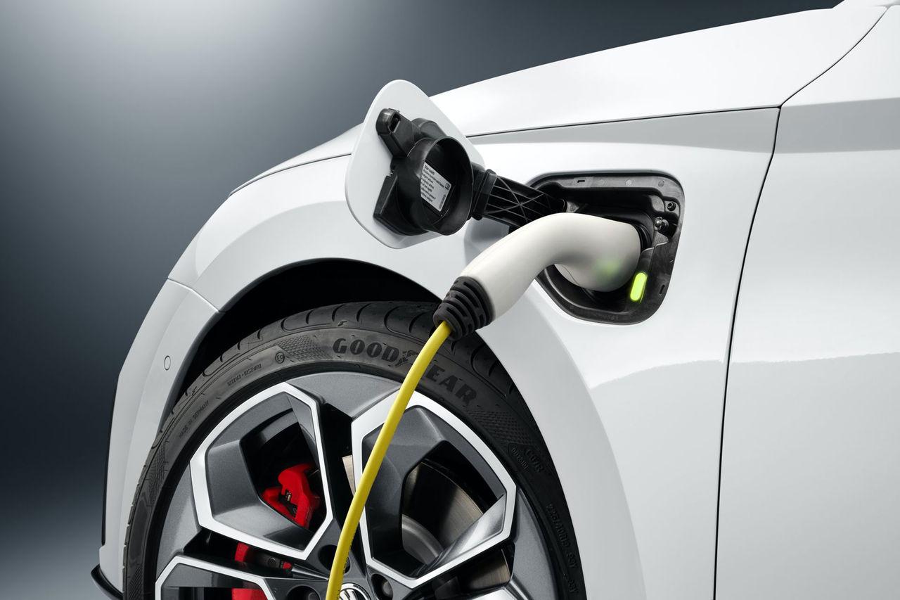 Ny teaser för Skoda Octavia RS iV