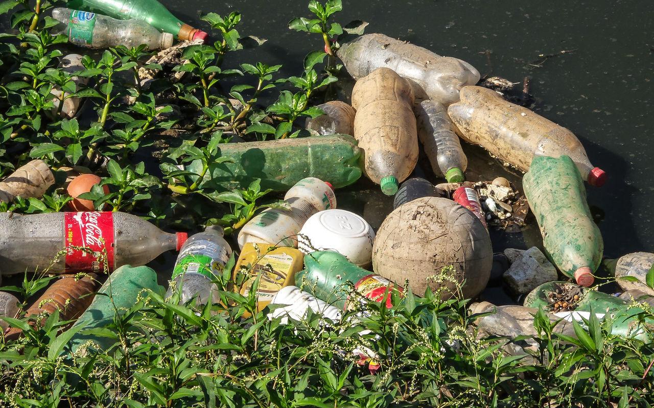 Coca-cola, Pepsi och andra stäms för föroreningar