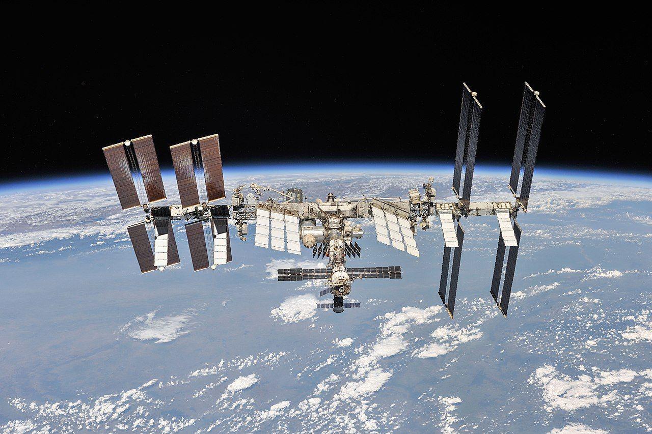 SpaceX och Axiom Space ska skicka tre turister till ISS