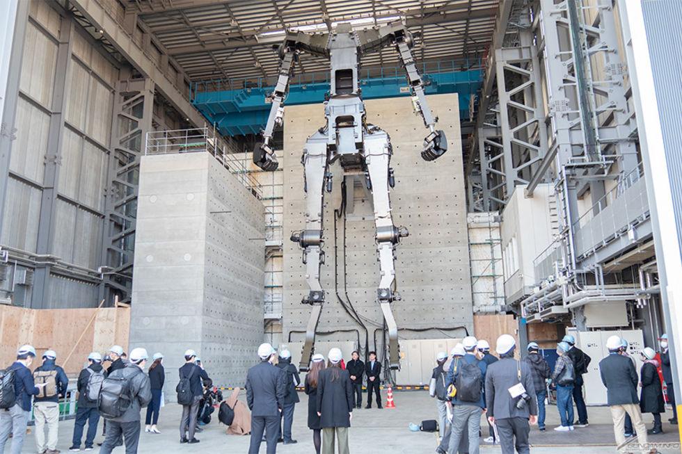 Japans enorma Gundam-robot börjar ta form