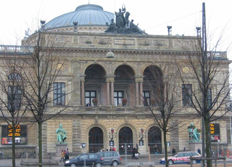 Danska teateråskådare får sitta på vartannat säte