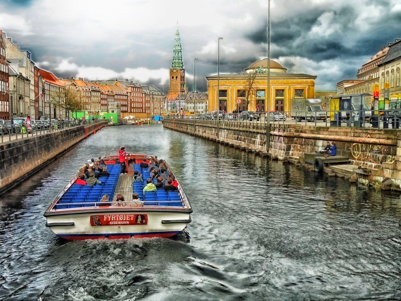 Danmark stänger sina gränser