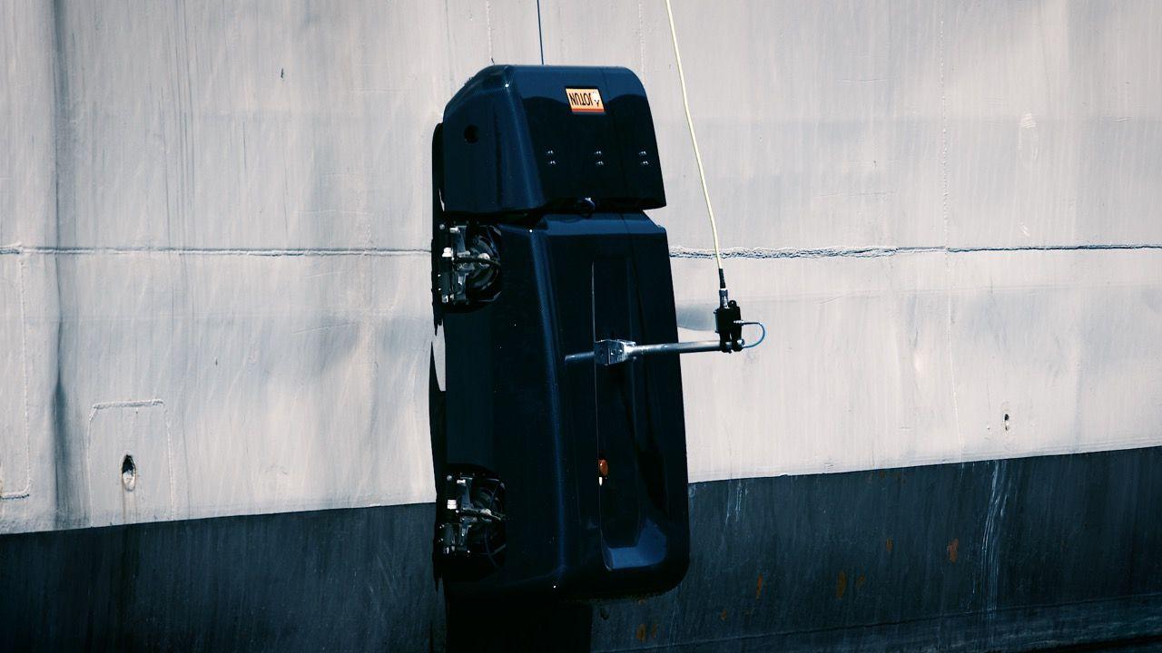 Roboten HullSkater rengör fartyg