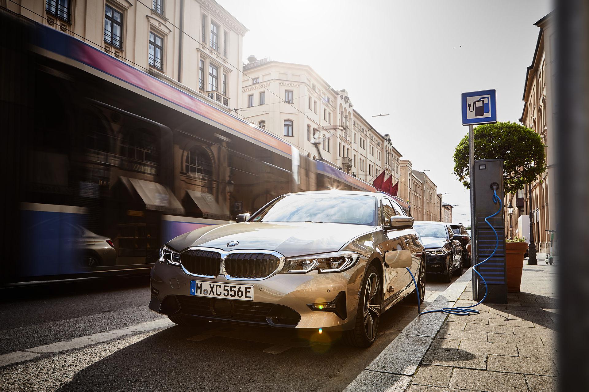 BMW:s hybrider går över till eldrift automatiskt i vissa områden