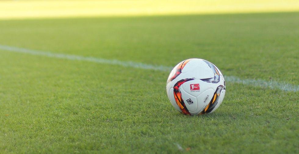 Fotbolls-EM flyttas till nästa år