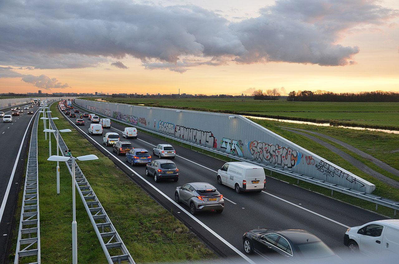 Nu är maxhastigheten på motorvägarna i Nederländerna sänkt