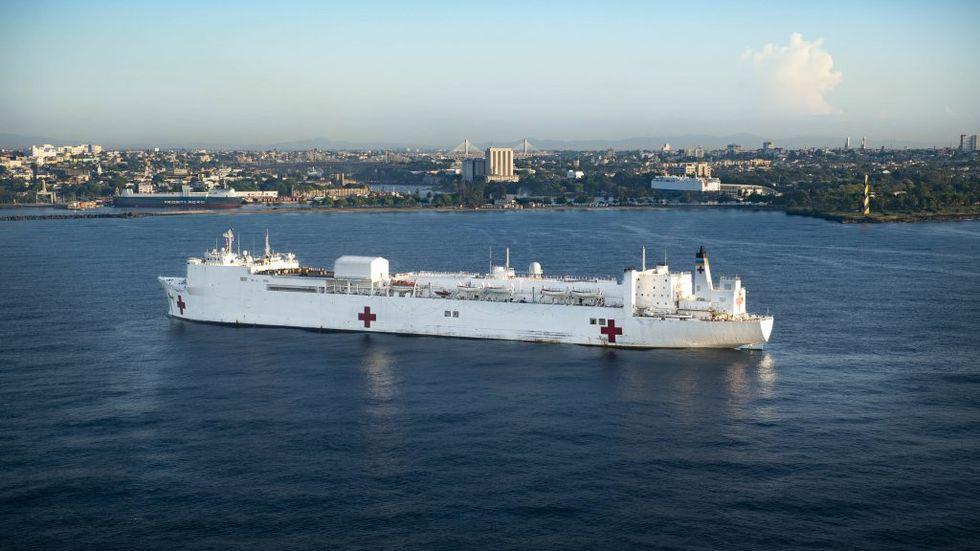 Världens största sjukhusfartyg på väg till New York