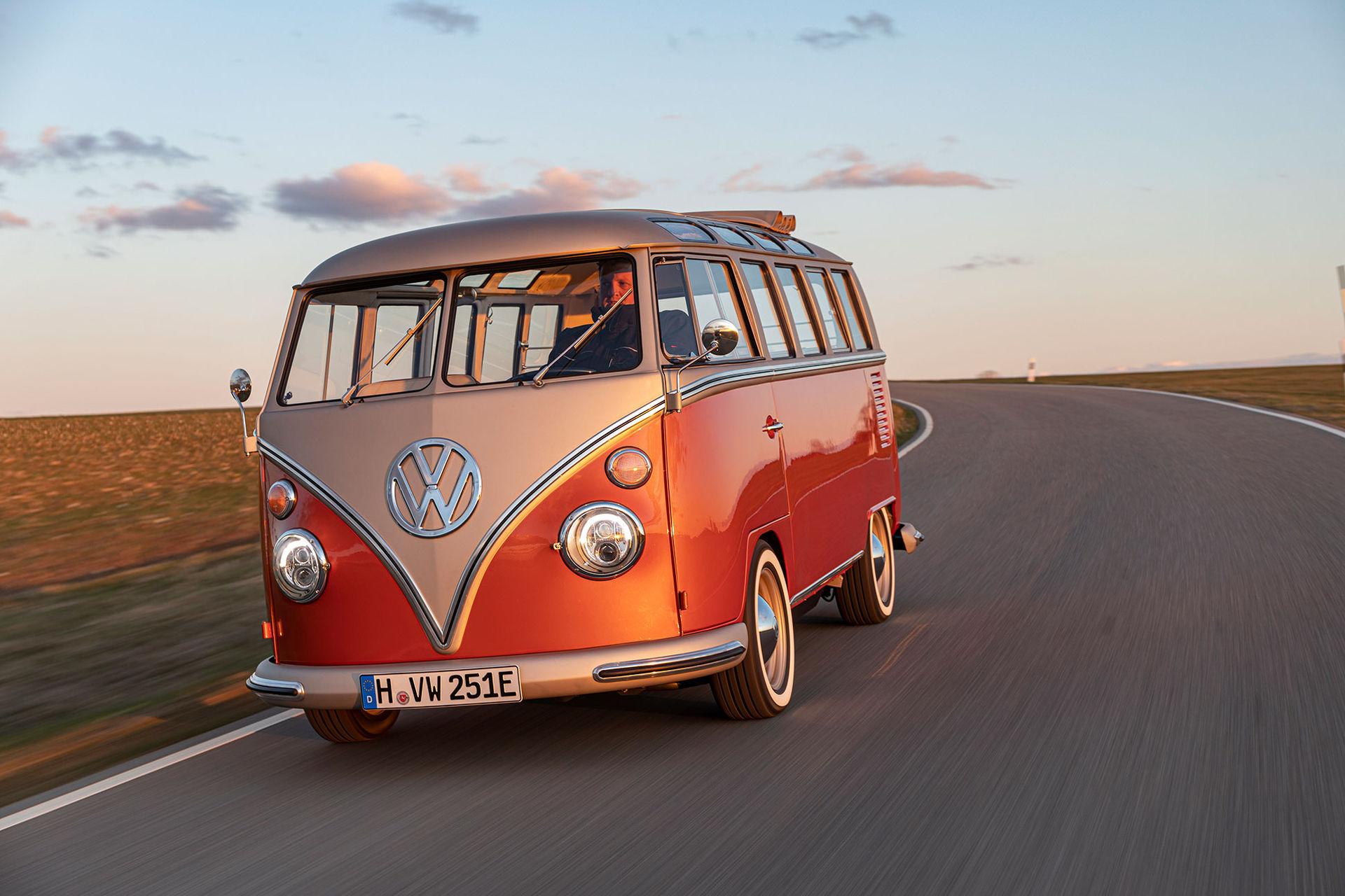 Volkswagen presenterar gammal Folkabuss med eldrift