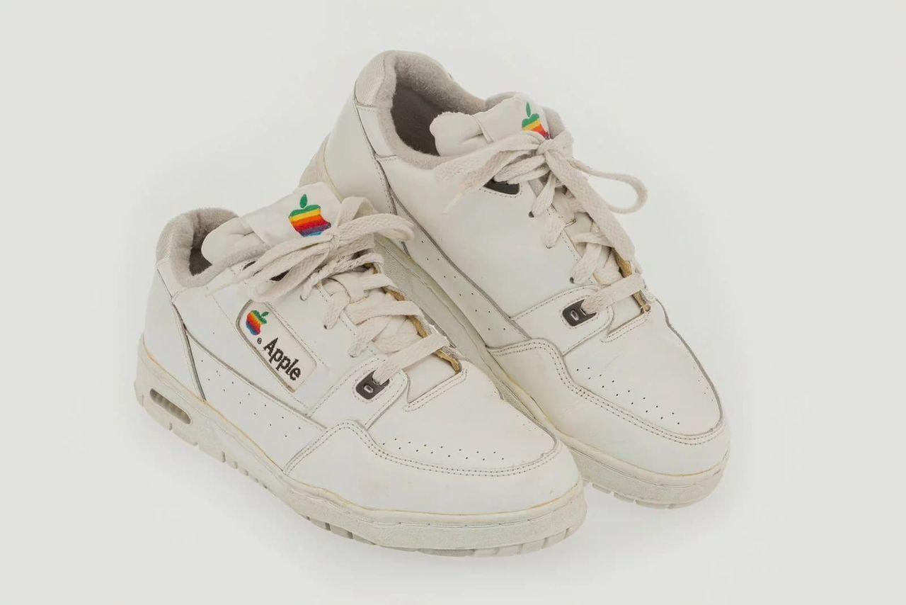 Sällsynta Apple-sneakers sålda på auktion