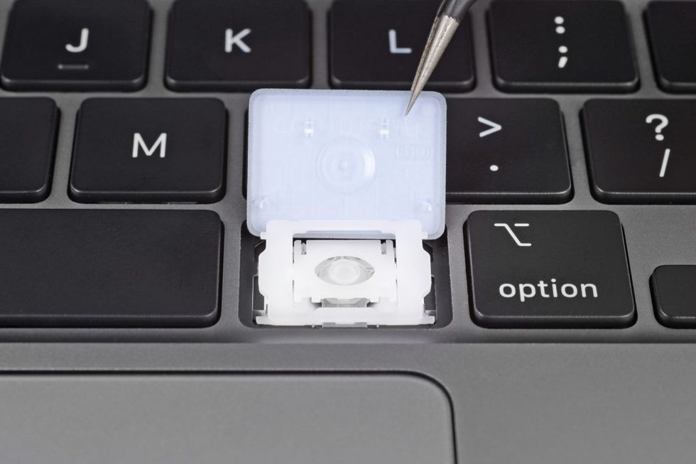 iFixit river isär nya Macbook Air