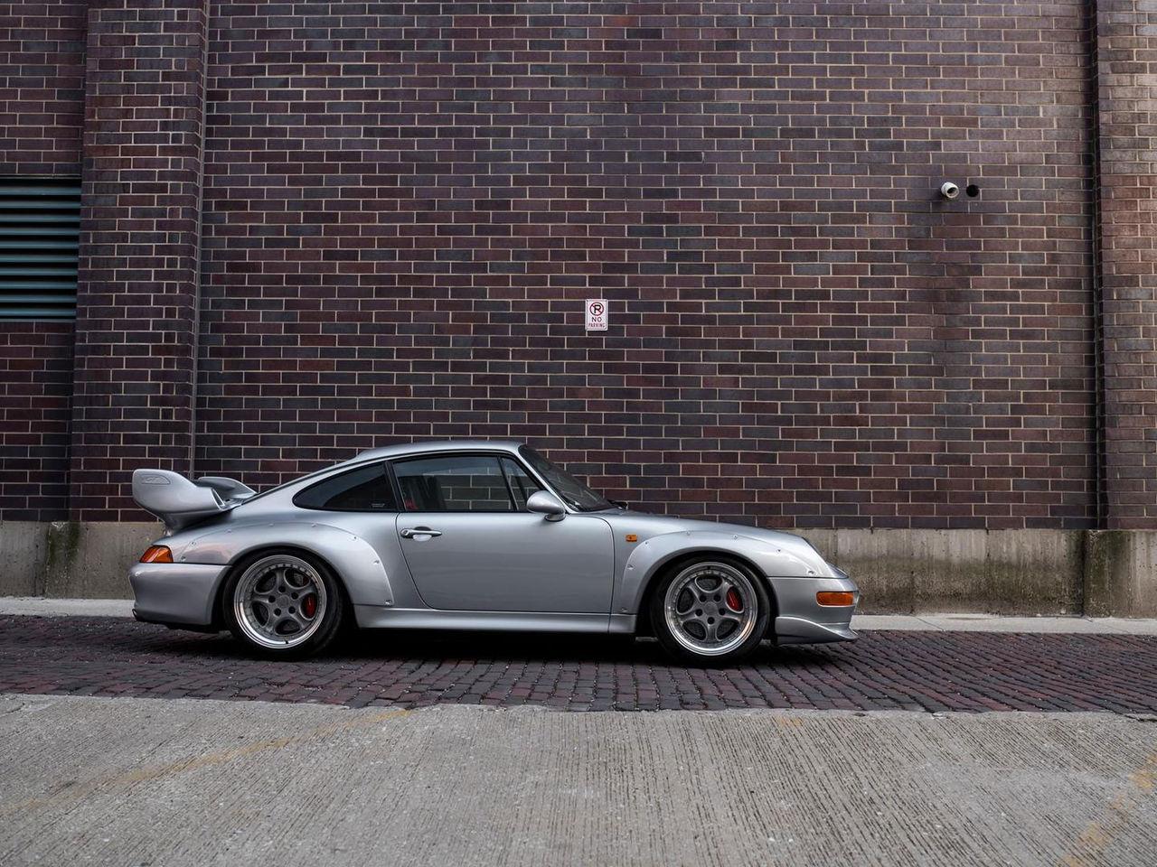 På lördag kan du buda hem en Porsche 993 GT2