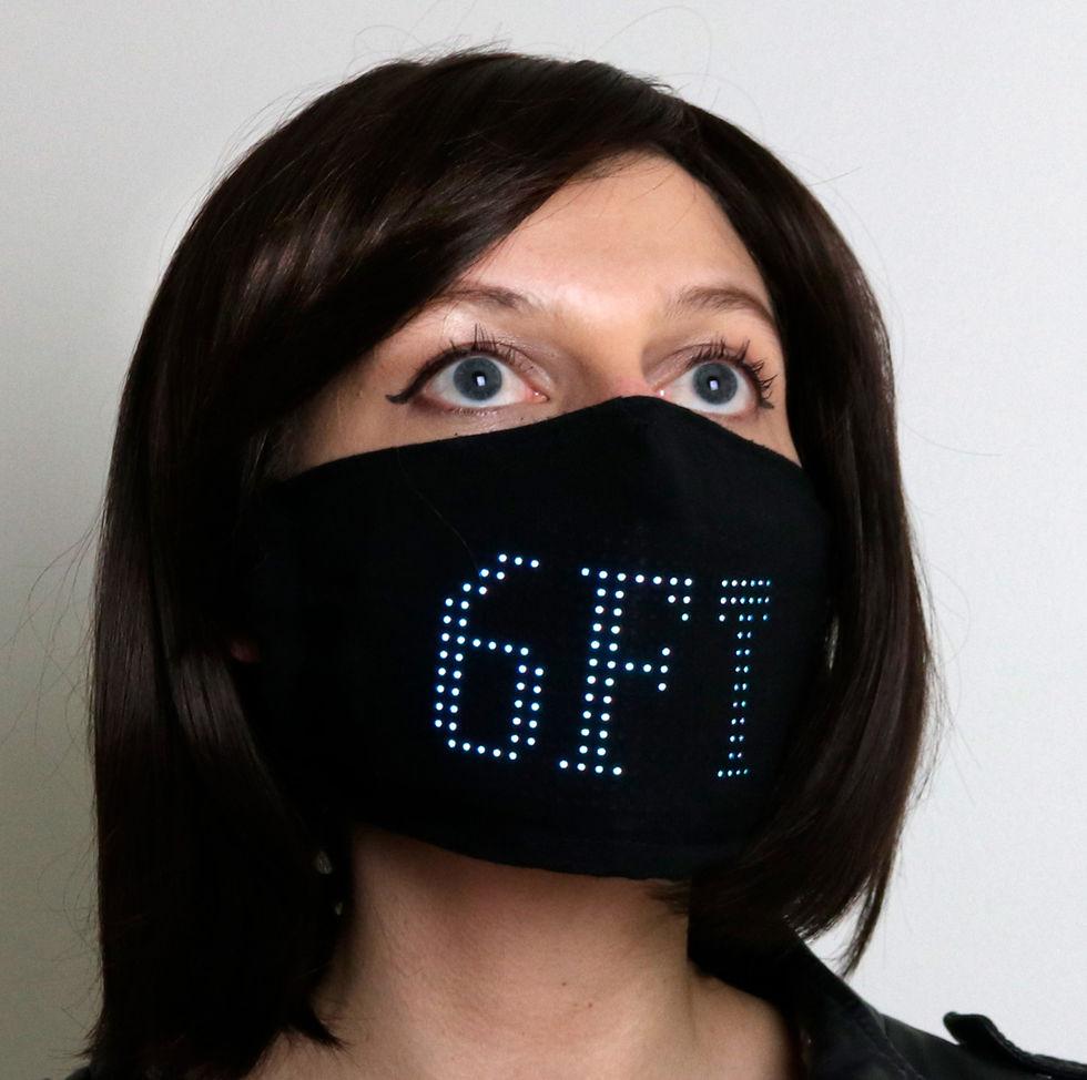Ansiktsskydd med LED-animationer håller folk på avstånd