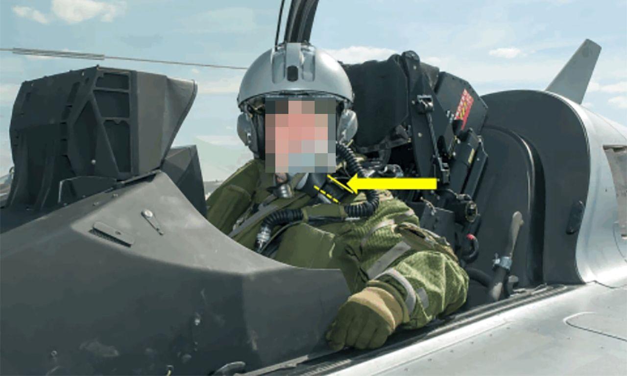 Snubbe råkade skjuta ut sig själv ur ett stridsflygplan