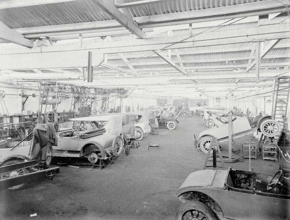 Bilfabriker i Europa drar igång verksamheten igen