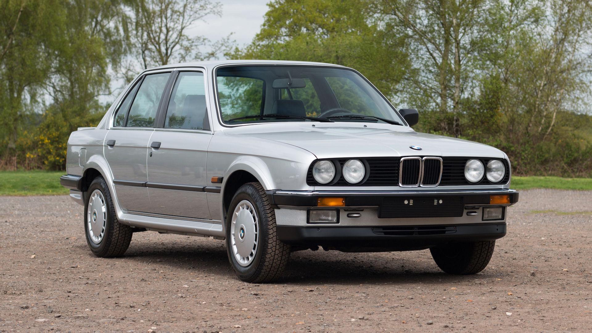 BMW 325iX från 1986 med 82 mil på mätaren till salu