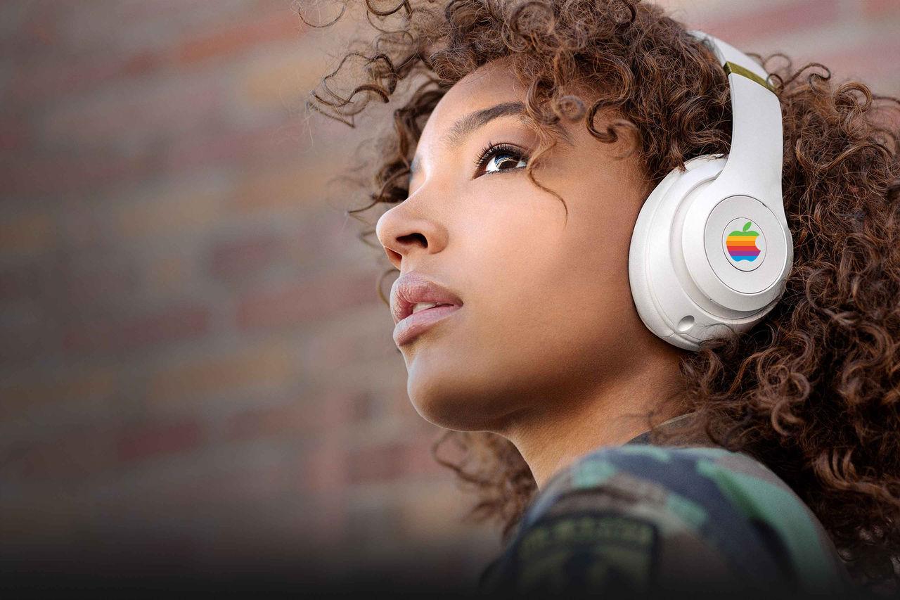 Apple ryktas utveckla egna over ear-hörlurar
