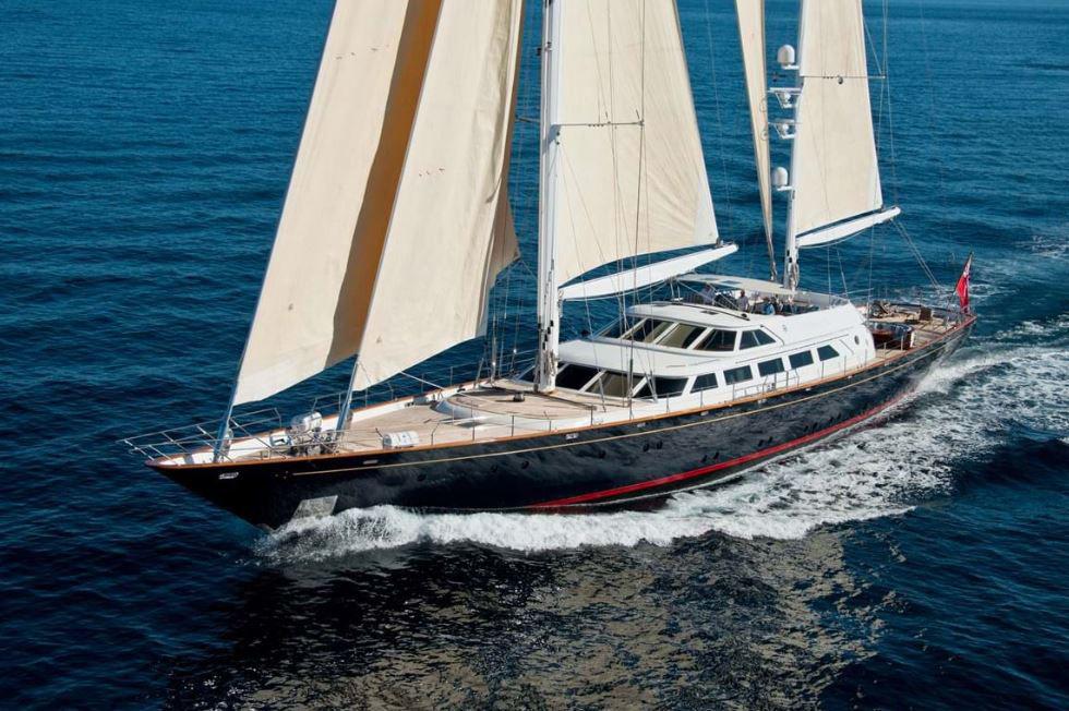 Köp Silvio Berlusconis gamla båt