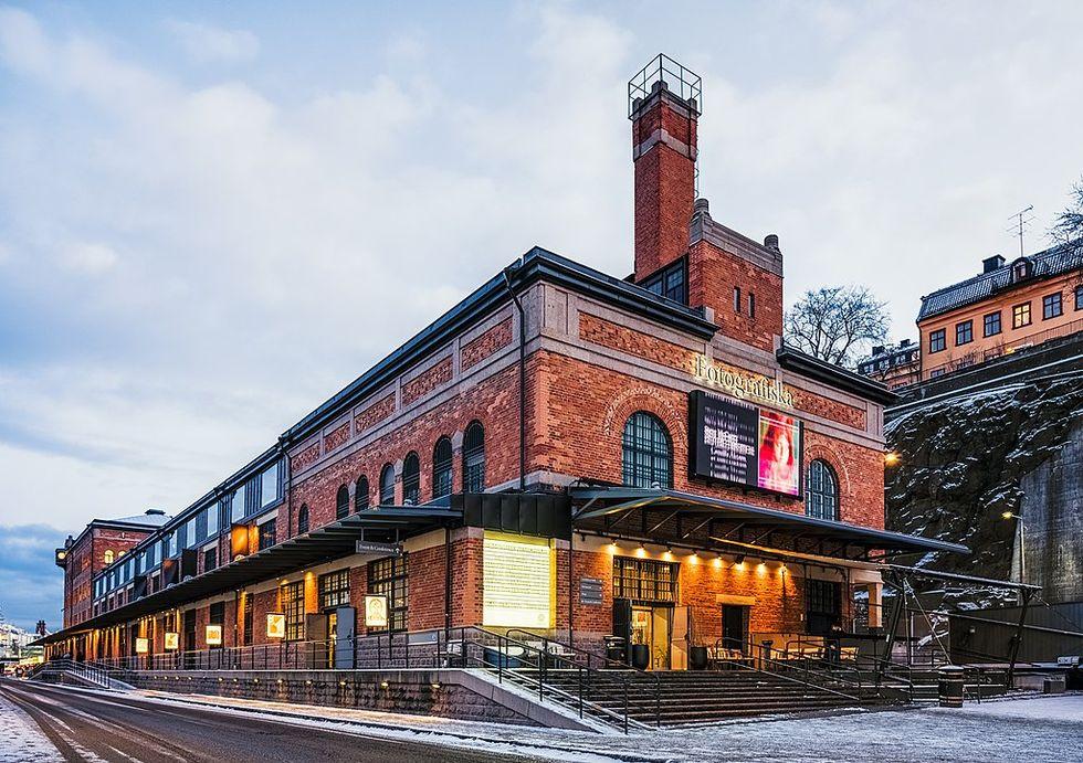 Fotografiska kör fotoutställning på reklamskyltar i Stockholm