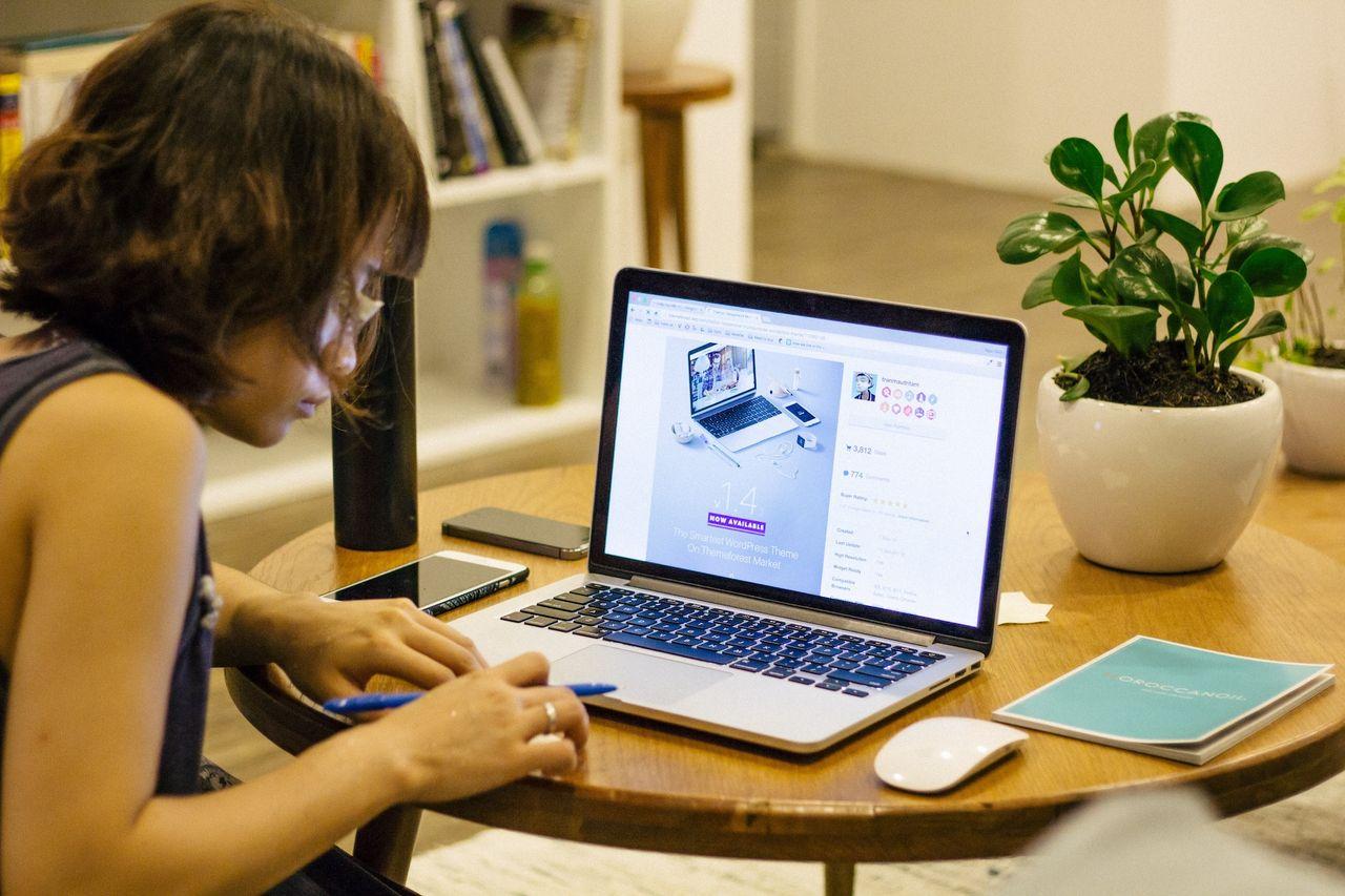Techjättar ger anställda möjlighet att jobba hemma året ut