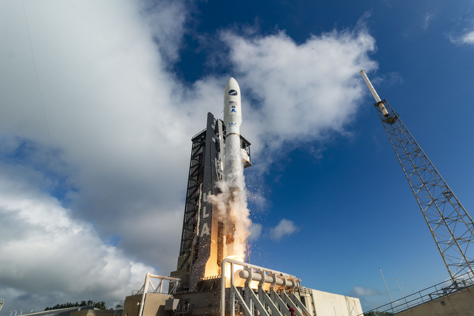 USA:s lilla rymdfärja X-37B åter i rymden