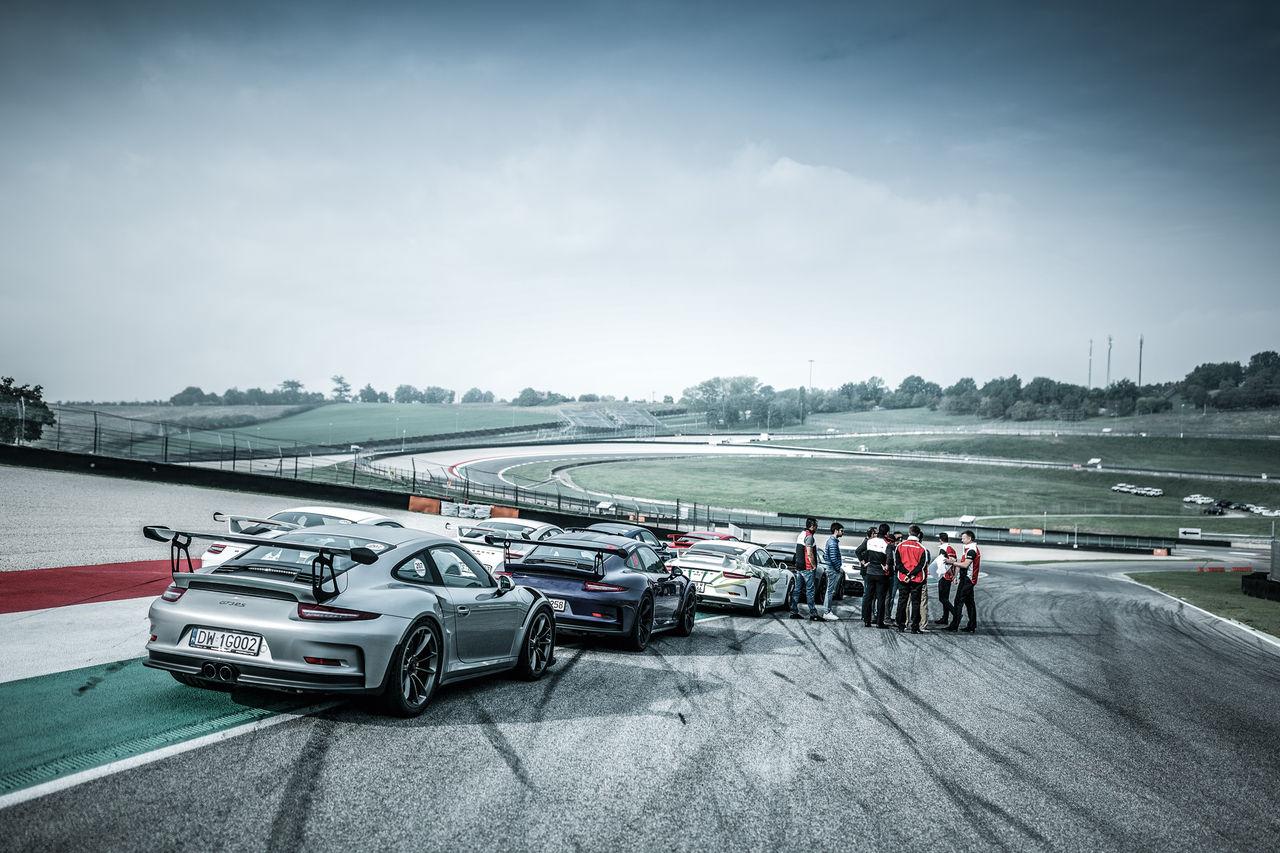Vill du provköra Porsches alla modeller på bana?