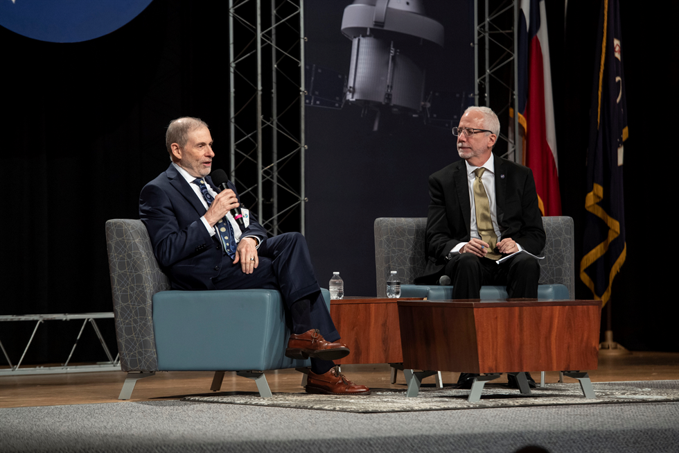 Chefen för NASA:s bemannade rymdprogram avgår