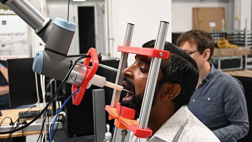 Danska forskare tar fram robot för covid-19-tester