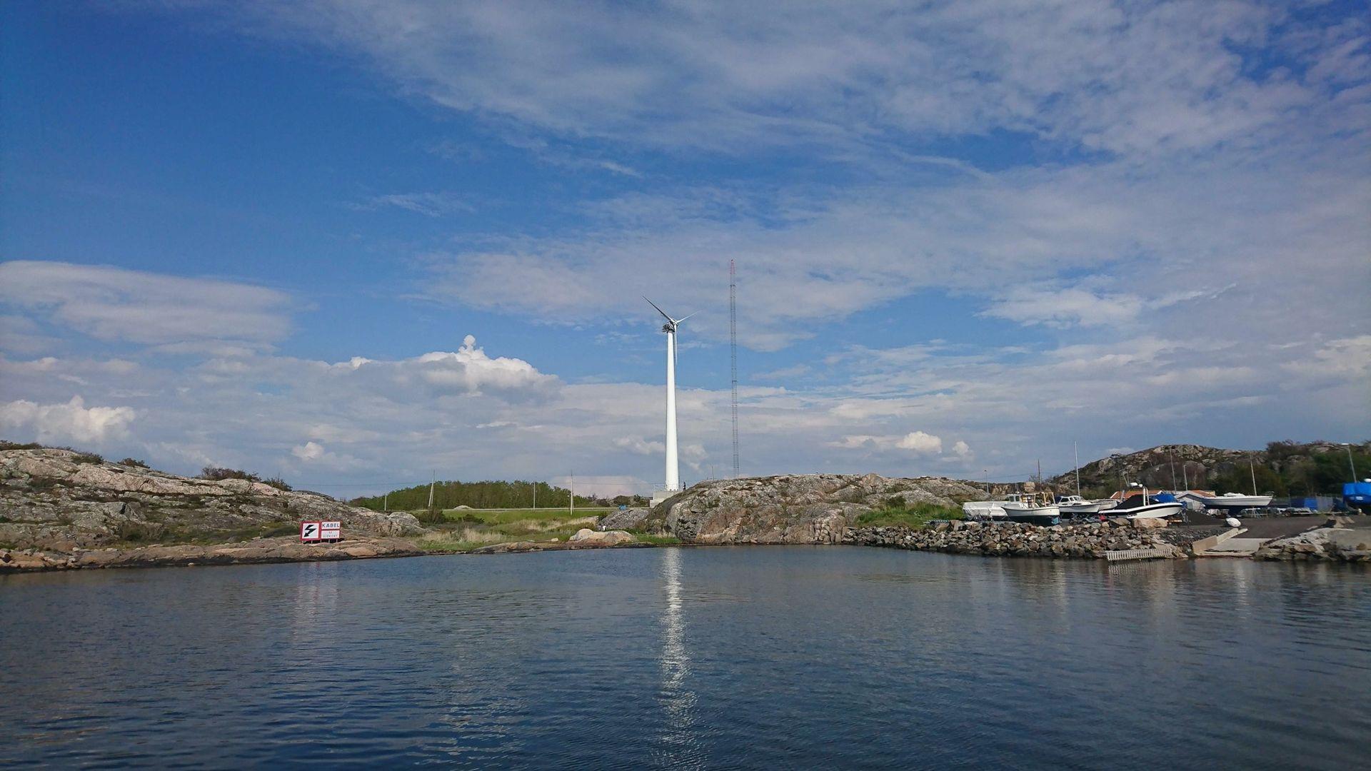 Sverige har fått sitt första vindkraftverk i trä