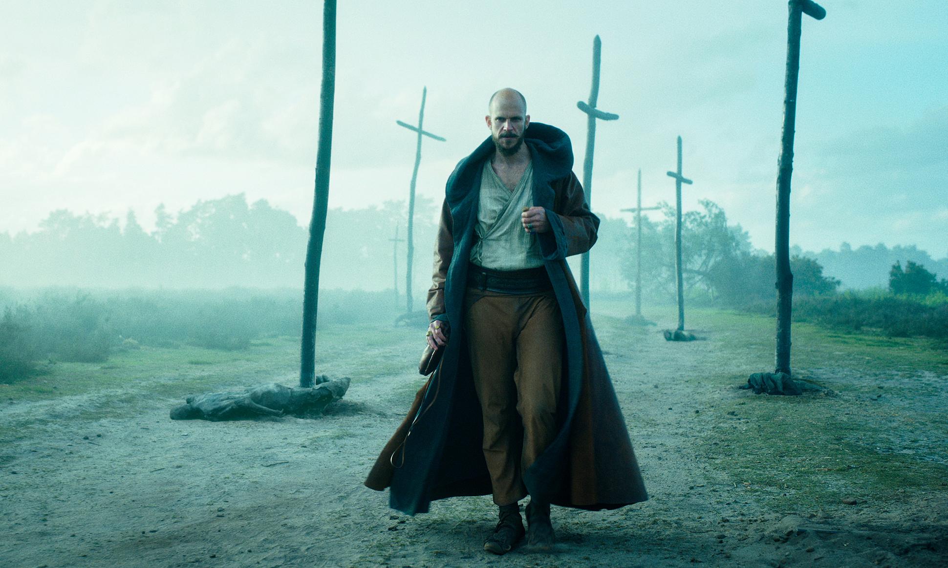 Nya fantasy-serien Cursed har premiär den 17 juli Gustaf Skarsgård i återberättelse av legenden om kung Arthur