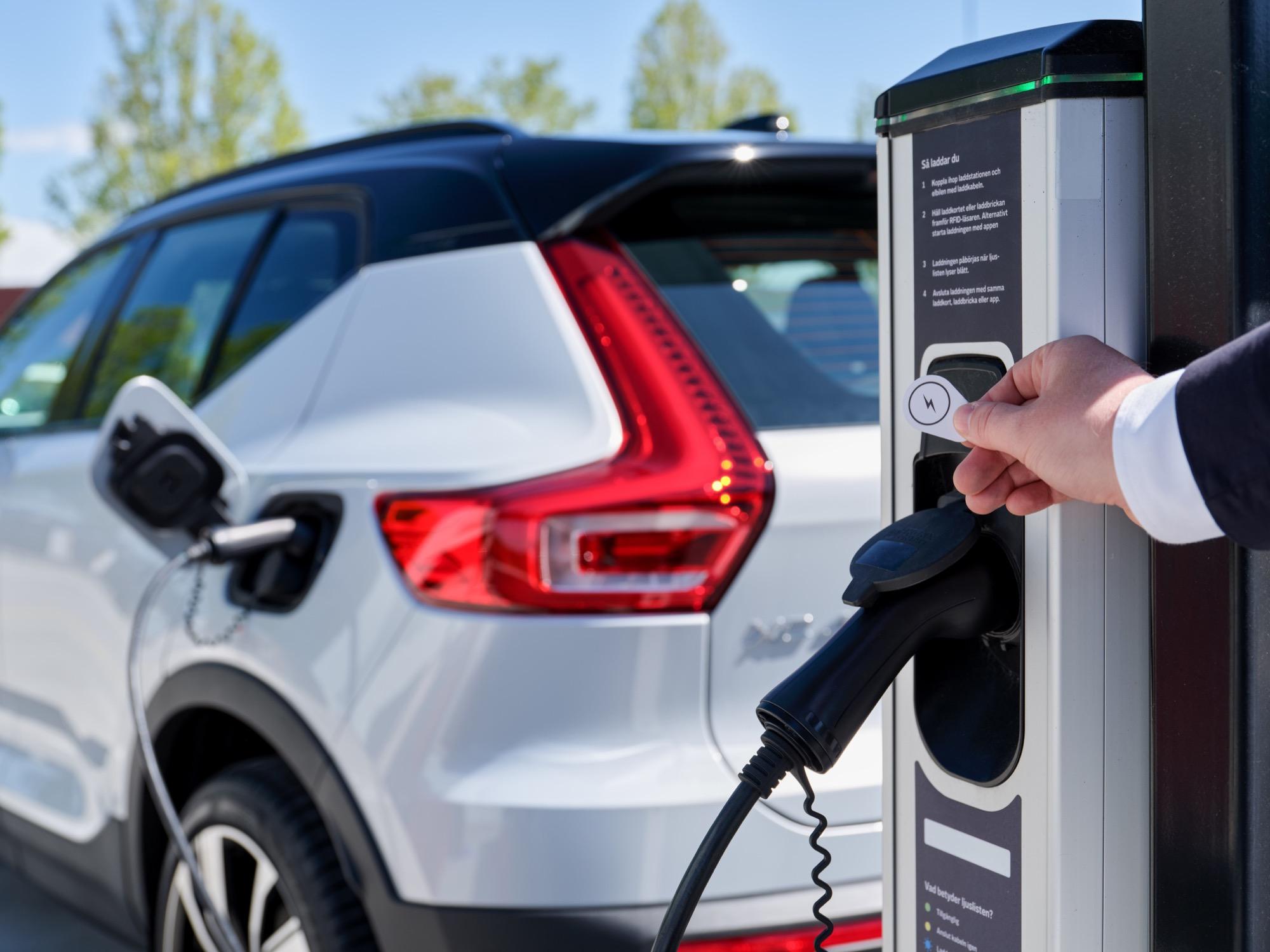 Även Volvo börjar samarbeta med Plugsurfing Laddningsservice för alla elmodeller i hela Europa