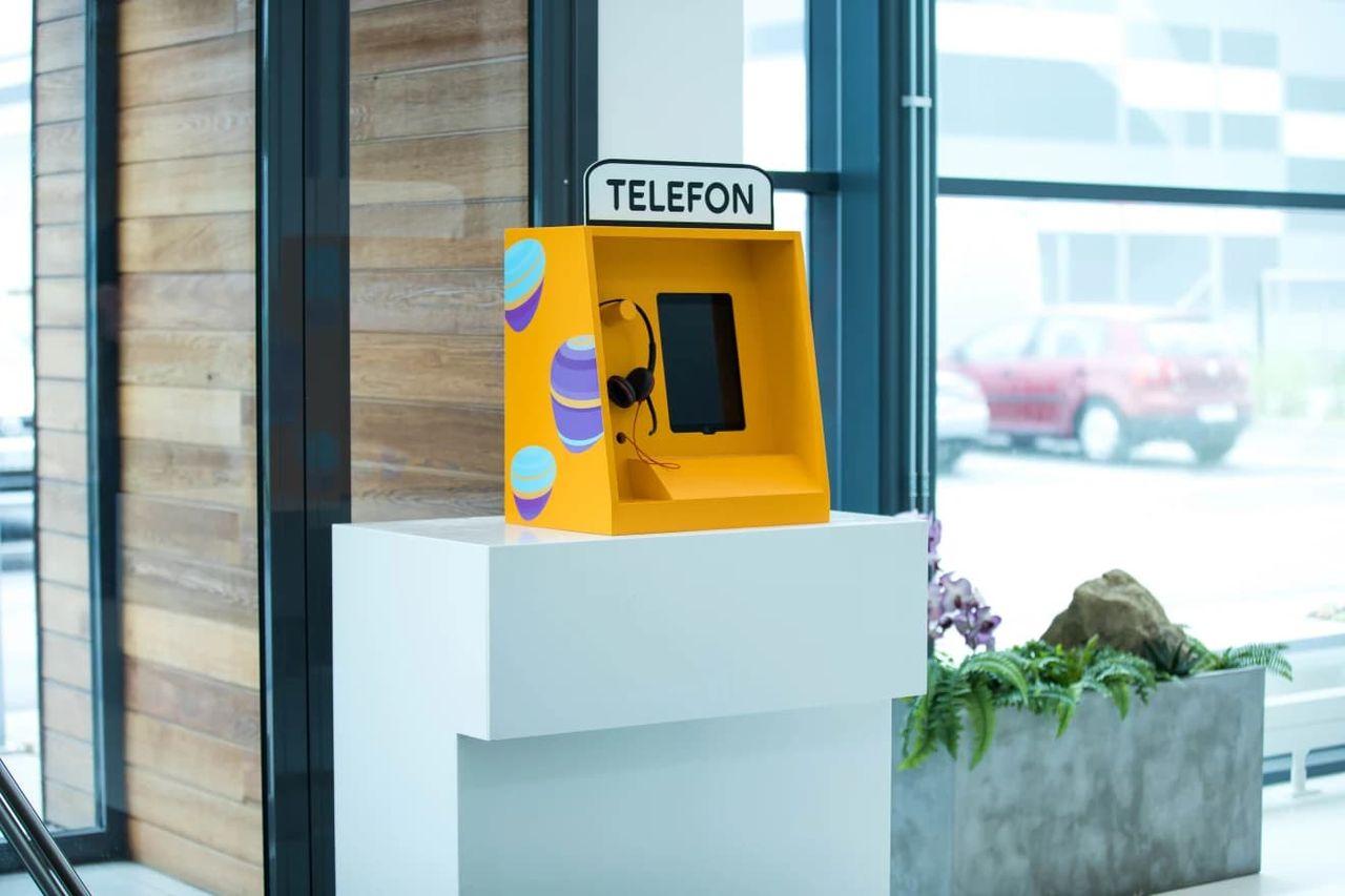 Telia testar moderniserad telefonkiosk på äldreboenden